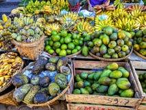 Fruits tropicaux sur le marché image libre de droits