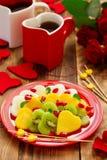 Fruitsalade in de vorm van harten Royalty-vrije Stock Foto's