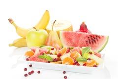 Fruitsalade en verse vruchten. Stock Afbeeldingen