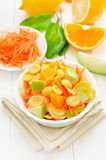 Fruitsalade met cornflakes royalty-vrije stock afbeeldingen