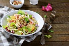 Fruitsalade op een witte plaat Royalty-vrije Stock Foto's