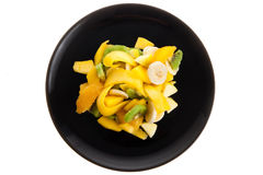 Fruitsalade op een Zwarte Plaat Royalty-vrije Stock Foto's