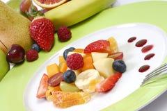 Fruitsalade op plaat Royalty-vrije Stock Fotografie