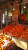 Fruittribune met sinaasappelencitrusvrucht die New York spoelen stock afbeeldingen