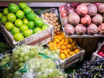 Fruitvertoning, het Warenhuis van Harrods, Londen, het UK Royalty-vrije Stock Afbeeldingen