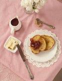 Frukost av rostat bröd och driftstopp Royaltyfri Fotografi