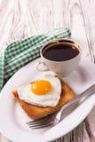 Frukost för abstrakt begrepp för dag för valentin` s med ägghjärta Royaltyfria Bilder