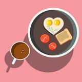 Frukost förvanskade ägg med rostat bröd Arkivfoto