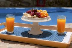 Frukost i poolside Arkivbilder