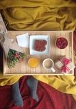 Frukost i säng Fotografering för Bildbyråer