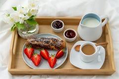 Frukost i s?ng royaltyfria foton
