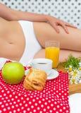 Frukost i säng Arkivbilder