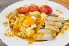 Frukost korvar, förvanskade ägg Royaltyfri Bild