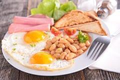 Frukost med ägget arkivfoton