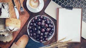 Frukost med bröd royaltyfria foton