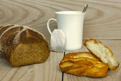 Frukost med bullen Royaltyfria Foton