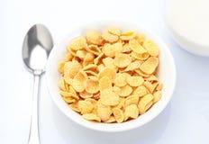 Frukost med corn-flakes royaltyfria bilder