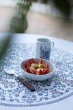 Frukost med kaffe och sädesslag arkivfoton