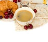 Frukost med nya svart kaffe och giffel royaltyfri foto