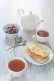 Frukost med smörgåsen för jordnötsmör Royaltyfria Bilder