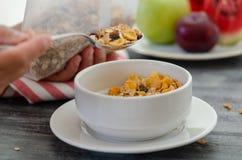 Frukost med torkade frukter och att mjölka arkivbilder