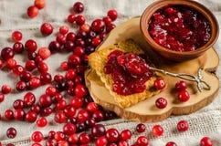 Frukost med tranbär Driftstopp och kakor arkivbilder
