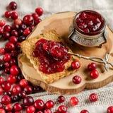 Frukost med tranbär, driftstopp och kex arkivfoton