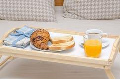 Frukost på säng royaltyfri fotografi