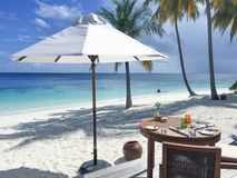 Frukost på stranden Royaltyfri Fotografi