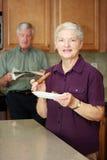 frukost som äter kvinnan royaltyfri foto