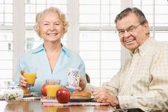 frukost som äter pensionärer Arkivbilder