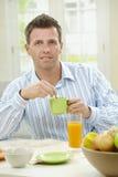 frukost som har mannen Royaltyfri Bild