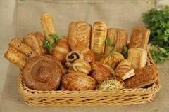 Frukostblandning av korgen Royaltyfria Bilder