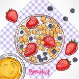 Frukostcornflakens med mjölkar och bär Royaltyfri Fotografi