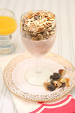frukosten bantar sund mysliyoghurt Arkivfoton