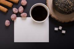 Frukosten med kuper av kaffe royaltyfri bild