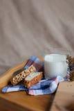Frukostera att bestå av bröd och mjölka Fotografering för Bildbyråer