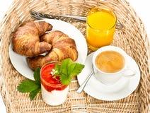 Frukostera med kaffe, gifflet och orange fruktsaft Fotografering för Bildbyråer