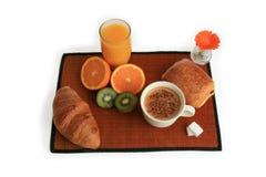 frukostkaffe bär fruktt plattan Arkivbild