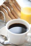 Frukostkaffekopp och tefat Arkivbild