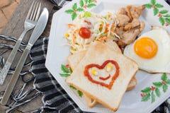 frukostmat med bröd, morgonfoor Royaltyfri Fotografi