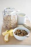 frukostmatar som ställer in tabellen Royaltyfria Foton