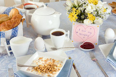 frukostmoder royaltyfri bild