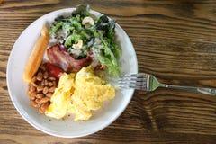 Frukostsallad och ägg Fotografering för Bildbyråer