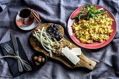 Frukosttabell med ägg Livsstil som lagar mat Arkivbild