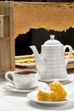Frukostte med honung Arkivbild