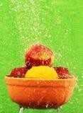 Frukt bevattnar in. arkivfoto