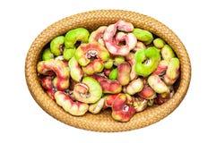 Frukt för Manila tamarindfrukt i korg arkivfoto