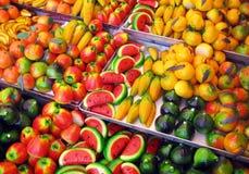 Frukt formade marsipankonfektar royaltyfri fotografi