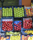 Frukt i askar Arkivfoton